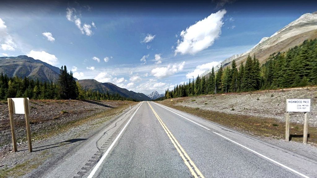 Highwood-Pass-Cycling